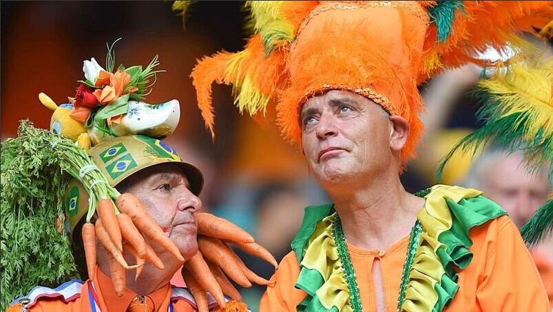 世界杯图集:狂欢搞怪无下限 疯癫球迷快乐多